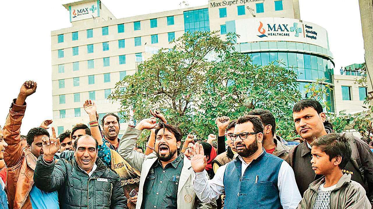 Protesters lined up outside Max Hospital Delhi