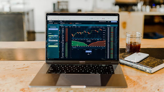 How to Choose a Stock Broker? How Can Discount Brokers Help in Investing?